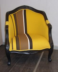 Sessel aus Holz mit altem Stoff Heutz Raumausstattung