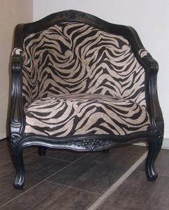 Sessel aus Holz mit neuem Zebrastoff Heutz Raumausstattung